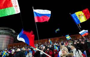 Runt 8 000 fanns det i publiken när skidskyttet drog i gång. Prata om folkfest.Foto: Håkan LuthmanMånga olika nationaliteter fanns på plats.Foto: Håkan Luthman