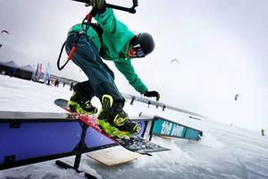Henning Sandström åker wakeboard på sommaren och gärna snowboard efter kite på vintern. Hopp och rails tillhör favoritlekarna.