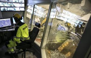 28 ton malm lastas automatiskt och kontrollrummet är vanligtvis inte bemannat