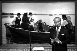 Kungen vådliga färd i sin BMW och de följande plåtskadorna väcker på nytt diskussionen om monarkens straffrättsliga immunitet. Kanske hade han suttit säkrare i en roddbåt.
