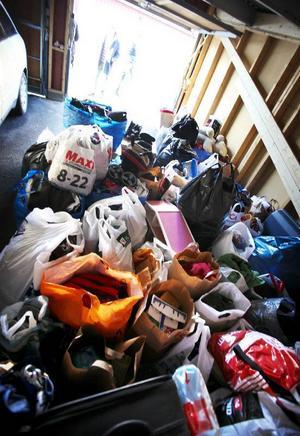 Garaget på Skogsbruksvägen i Torvalla var fullproppat med allt från leksakeker till kläder och blöjor.