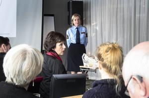 Regionpolischef Carin Götblad presenterade en arbetsmodell som ska få unga brottslingar att lämna det kriminella livet för ledande politiker och tjänstemän i alla sex hälsingekommuner.