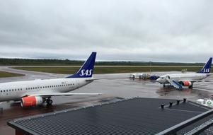 För att testa flygplatsens kapacitet genomfördes tre avgångar med större flygplan av typen Boeing 737-600 inom en och en halv timme och över 300 passagerare.