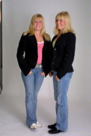 Enäggstvillingarna Carolina och Susanna Murberg är lika som bär. De enda som kan se skillnaden dem emellan är mamma och pappa samt någon kompis.