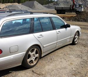 Den här tio år gamla Mercedesen reparerades för 100000 kronor – utan kostnadsförslag. Bilen stod dessutom på verkstaden i drygt fem månader och fakturan skickades ut ytterligare sju månader senare, det gillade inte Allmänna reklamationsnämnden.