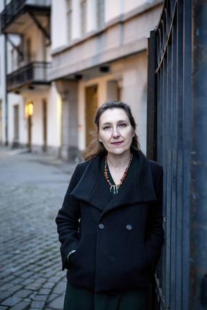 Livet går vidare även om parisarna också är chockade och rädda, enligt Marie Darrieussecq.