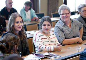 Ann-Catrin Lindgren, längst till höger, med döttrarna Anna och Emma, kunde i år äntligen flytta till Gävle med familjen. Dessförinnan var de Lulebor.