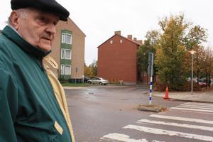 I korsningen Markusgatan och Myrgatan blev Reino Österstål påkörd när han var på väg till övergångsstället. Nu har vården efter olyckan kostat honom närmare 4 000 kronor.