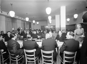 I slutet av 1943 invigdes Konsumbaren, på Nynäsvägen. I dag ligger pizzerian Arena där. Foto: Atelier Ekegren/Nynäshamns bildarkiv