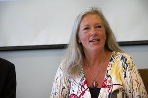 Eva Lindberg (S) lyfter fram personal och lokaler som två av de områden som ska prioriteras inom sjukvården.