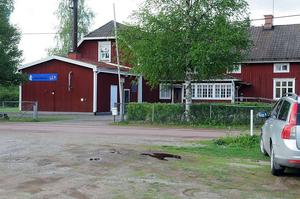 Politikerna ska återigen ta ett beslut om en eventuell försäljning av skolan i Skålö oi Järna.