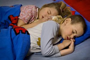 Kommunen har ingen skyldighet att erbjuda nattomsorg, men de flesta av Sveriges kommuner erbjuder ändå barnomsorg på kvällar, nätter och helger. Foto: Claudio Basciani/TT