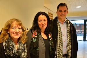 Moderaterna Margareta Engman, Lotta Olsson och Mats Hellgren besökte Kumlaby skola under måndagen.