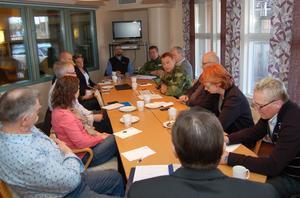 Dystra utsikter för Älvdalens skjutfält målades upp då militär, politiker och Älvdalsrådet träffades på måndagen.