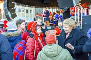 Norges statsminister Erna Solberg var med på invigningen av jubiléumsveckan på måndagen. Han talade både till och med publiken.
