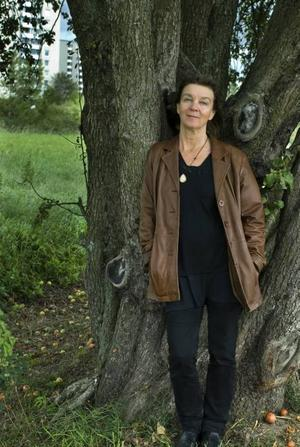 """På spåret. Elisabeth Rynell berättar om två kvinnor som finner sina vägar i livet, i nya romanen """"Hitta hem"""" som är hänförande till både form och innehåll."""