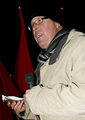 KOMMUNALRÅDET. Peter Kärnström, s, inledde demonstrationstalen på Jerntoget i Sandviken. Ytterligare 50 000 utbildningsplatser och höjda statsbidrag till kommunerna var två av kraven som socialdemokraterna förde fram.