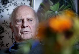 Gunnar Karlsson återkommer ständigt till naturens stora betydelse för kropp och själ. När han fick lov att besöka en läkare för sina ögonbesvär fanns han inte med i journalregistret. Någon medicin har han heller aldrig ätit under sitt 90-åriga liv.