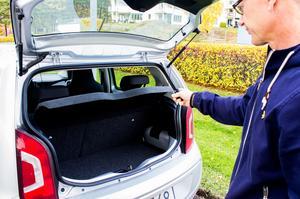Bilen används främst för att åka och handla eller för att skjutsa barn till träningar. BIlen är liten men räcker gott och väl för de nya behoven. Matkassarna går precis in i bagageutrymmet.