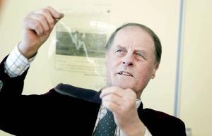 Fiskande politiker. Fiskaren och riksdagsledamoten Rune Wikström var på plats för att samla argument för fortsatt strömmingfiske.