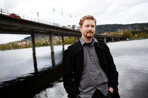 Regissören Filip Tegstedt, från Östersund, är åter aktuell.