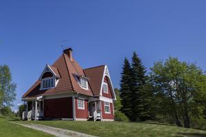 Det röda huset var från början brunt, och fick därav smeknamnet pepparkakshuset.