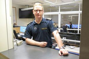 Oscar Berglund är vakthavande befäl på polisens ledningscentral nord, i Umeå. Han jobbade tidigare i Östersund.