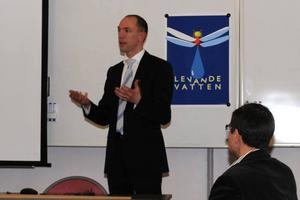 Vattenmyndigheten var på besök i länet i fredags. Joakim Kruse från Vattenmyndigheten för Bottenhavet berättade om det stora arbetet med att skapa en god ekologisk status i länets 2600 vattenförekomster.