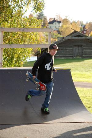 Många yngre åter skateboard i Rättvik. De kom både för att tävla och titta i lördags.