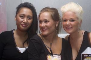 Silk: Nicole, Fia och Lina