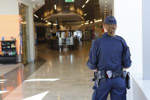 Den svenska poliskrisen bidrar till att göra svenskt totalförsvar skörare.