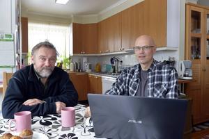 Anders Persson och Per Bjälevik, som är ordförande i föreningen Grövelfiber, kan nu snart hoppas på ljus i tråden och en ny framtid för de i Gröveldalen som nu får fiber in i fastigheterna.