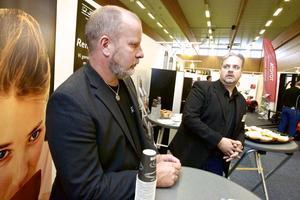 Kaffe håller hjulen i gång i den svenska industrin och därför är Jedes medarbetare Lars Frank och Kenneth Rudolph på industrimässan Lugnet i Falun.