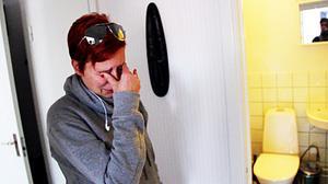 Först tog kackerlackorna över Jenny Erikssons lägenhet. Sedan krävde Hoforshus henne på 12 000 kronor i hyreskostnader för den obeboeliga lägenheten.