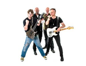 Östersundsbaserade hårdrocksbandet 220 Volt ska vara med på hyllningsskivan till ÖFK. Bandet släpper för övrigt i september sitt första studioinspelade fullängdsalbum på över 20 år.