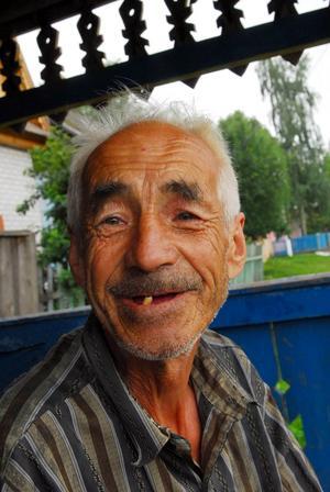 Den här farbrodern träffade jag i ryska Mari El. Vi satt vid en av byen vattenbrunnar. Han pratade ryska vilket jag inte kunde.