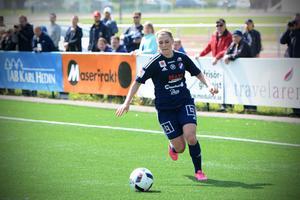 Caroline Lundberg gjorde ett mål i Damallsvenskan för Kvarnsvedens IK. Nu flyttar hon hem till Uppsala.