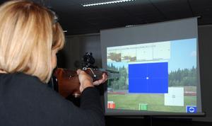 Reumatikerdistriktets medlemmar provade jakt i simulator.