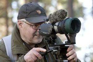 Stig Carlsson filmar under en vandring i Lögdö vildmark.