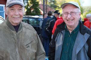 De forna grannarna Paul Thalén och Sture Nilsson hade mycket att prata om, när de följde med på byvandringen.