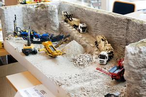 Många så kallade dioramor med maskiner i miljöer visades på mässan.
