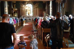 Det var fullsatt i kyrkan när Rune Broberg avtackades.