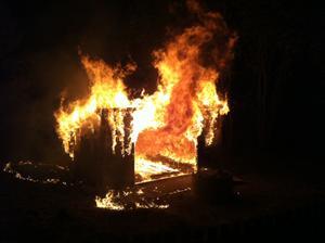 Strax efter midnatt började det även brinna i ett vindskydd vid Kilsmyrans dagis.