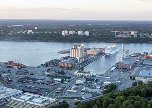 Tjuvarna anländer ofta till Sverige via frihamnen i Stockholm.
