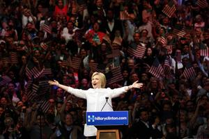 Hillary Clinton måste övertyga väljarna om att hon kan stå för förändring.