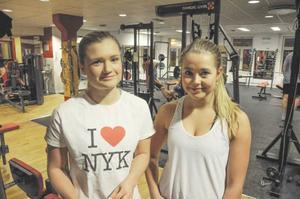 Madeleine Hagman och Johanna Jonsson har inga problem med motivationen. De gör ett specialarbete i skolan om effekterna av träning.