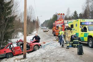Tre ungdomar skadades allvarligt i samband med olyckan.