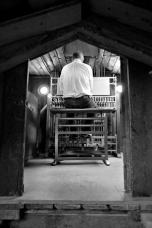 I rådhustornet känns det nästan som att tiden stått stilla. Där hittar man ofta Owe Rosén vid det fyrtio år gamla klockspelet, som han hoppas kommer visas upp mer för allmänheten i framtiden.