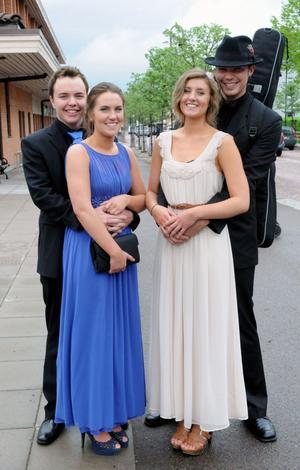 Richard Norberg, Johanna Christians, Stina Larsson och Robin Brorsson på väg till balen.