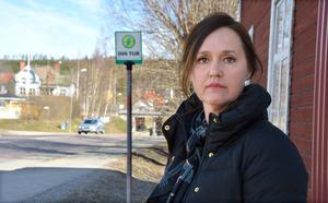 Elisabeth Lundberg har reagerat starkt på att hennes 10-årige son, som i fredags blev påkörd av en taxibuss, inte erbjöds läkarundersökning i Ånge.
